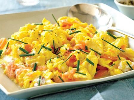rezeptidee law carb omelett mit lachs und schafskäse